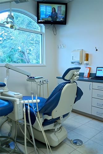 Premier Walk-In Dental exam room
