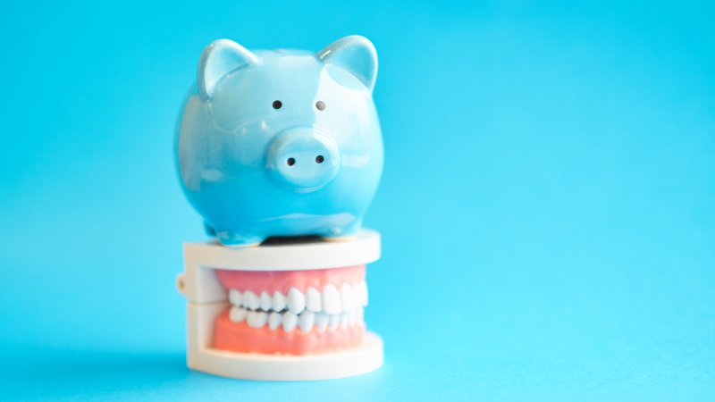 Piggy bank and teeth